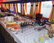 ©Sunlines. Delicious dinner on Tallinn Bay Sightseeing Tour